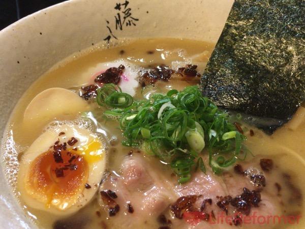 メタボのぼくがためらいもなくスープまで飲んでしまうほどに美味しかった鶏白湯スープのラーメン『藤しろ』三軒茶屋店