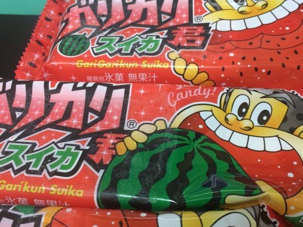 夏の定番『ガリガリ君梨』の代わりとなるのか!?『ガリガリ君スイカ』を食べてみたけど・・・