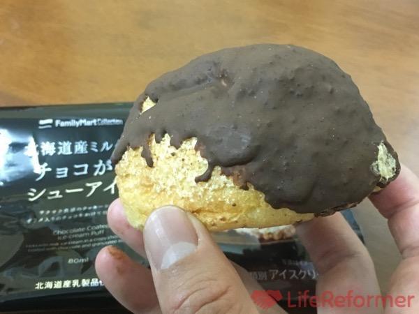 北海道産ミルクのチョコがけシューアイス 5