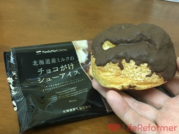 北海道産ミルクのチョコがけシューアイス 3